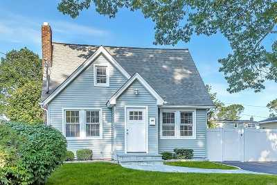 Wantagh Single Family Home For Sale: 2103 Willoughby Ave