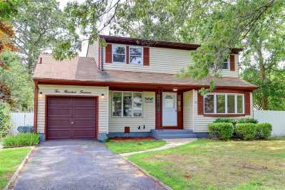 Ronkonkoma Single Family Home For Sale: 214 Parkwood St
