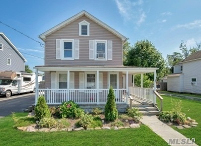 Patchogue Single Family Home For Sale: 32 Pearl St
