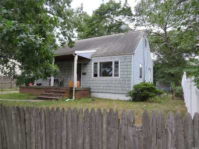 Bay Shore Single Family Home For Sale: 130 3rd Ave