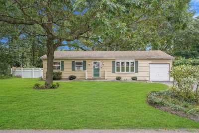 Nassau County, Suffolk County Single Family Home For Sale: 56 Montauk Trl