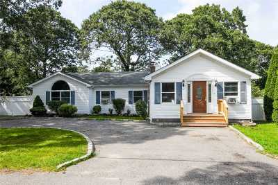 Mastic Single Family Home For Sale: 185 Moriches Ave