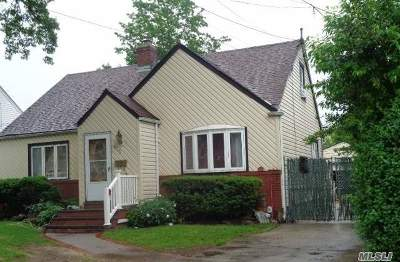 Uniondale Single Family Home For Sale: 475 Fenimore Ave