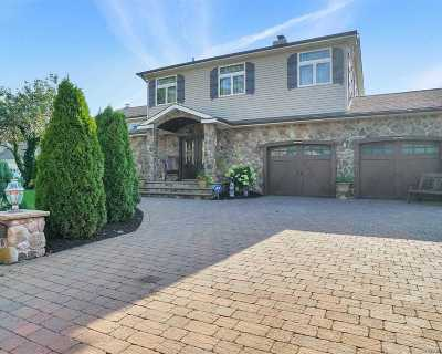 Massapequa Single Family Home For Sale: 7 Waterview Ave
