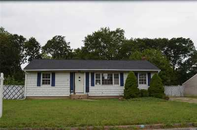 Centereach Single Family Home For Sale: 43 Picket Ln