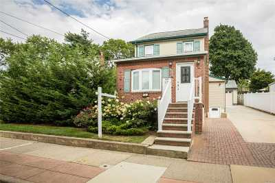 Franklin Square Multi Family Home For Sale: 103 Catherine Ave