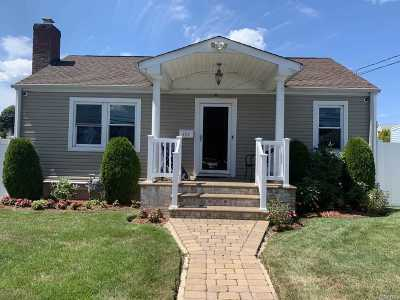 Uniondale Single Family Home For Sale: 404 Maplegrove Ave