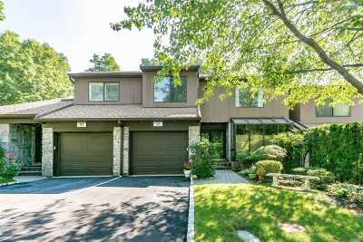 Roslyn Heights Condo/Townhouse For Sale: 98 Deer Run #B
