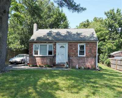 Huntington Sta Single Family Home For Sale: 115 W 21st St