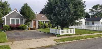 Westbury Single Family Home For Sale: 2553 Aster Pl