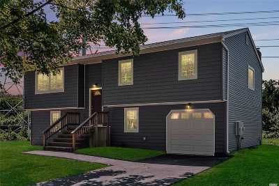 Dix Hills Single Family Home For Sale: 130 Truxton Rd
