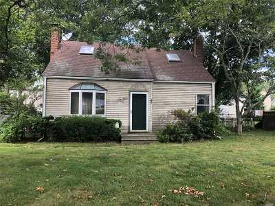 Sayville Single Family Home For Sale: 11 Alfred St
