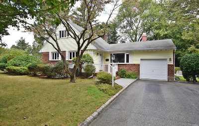 Huntington Single Family Home For Sale: 2 Newbury Pl
