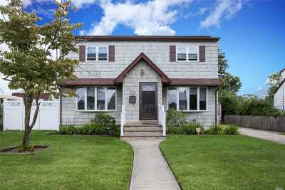 Levittown Single Family Home For Sale: 102 Cardinal Rd