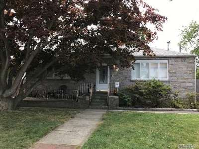 West Islip Single Family Home For Sale: 334 W 2nd St