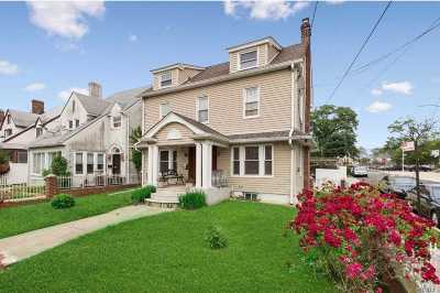 Briarwood Single Family Home For Sale: 151-17 84th Dr