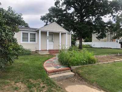 Dix Hills Single Family Home For Sale: 856 Deer Park Rd