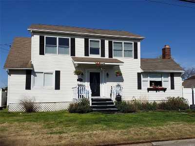 Copiague Single Family Home For Sale: 476 West Dr