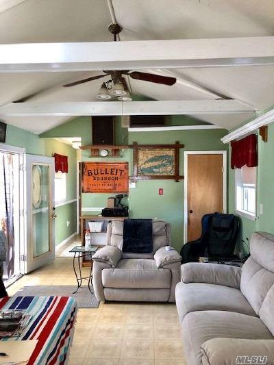 Bay Shore Single Family Home For Sale: 9 Elm Ave