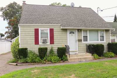Bay Shore Single Family Home For Sale: 4 Kenneth Ln