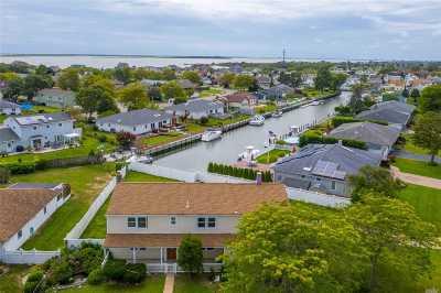 Copiague Single Family Home For Sale: 110 Schooner Ln