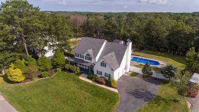 Manorville Single Family Home For Sale: 7 Crest Hollow Ln