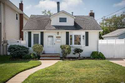 Bellmore Single Family Home For Sale: 2466 Navy Pl