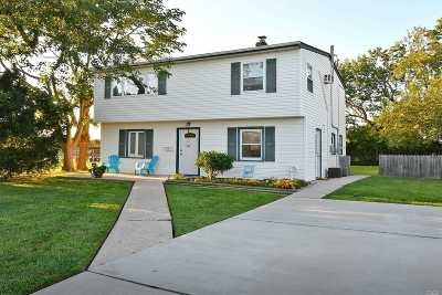 Levittown Single Family Home For Sale: 21 Cliff Ln