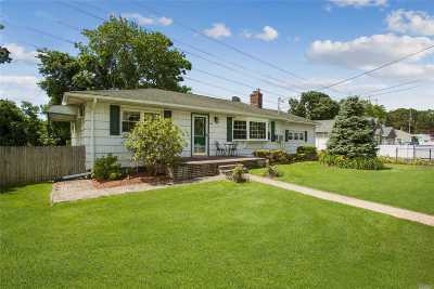 Ronkonkoma Single Family Home For Sale: 36 12th St