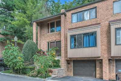 North Hills Condo/Townhouse For Sale: 62 Windsor Gate Dr