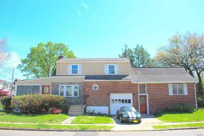 Lynbrook Single Family Home For Sale: 96 Trafalgar Sq