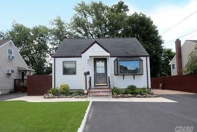 Copiague Single Family Home For Sale: 512 Greenlawn Ter