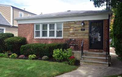 Lynbrook Single Family Home For Sale: 13 Abrams Pl