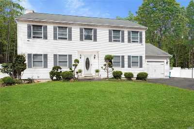 Manorville Single Family Home For Sale: 5 Jerusalem Hollow Rd