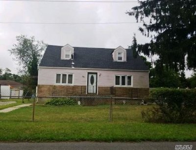 Amityville Single Family Home For Sale: 84 Walnut Rd