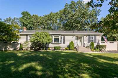 Holtsville Single Family Home For Sale: 103 10th Ave