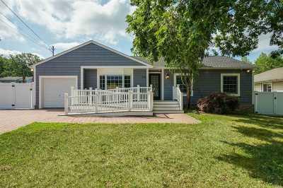 Ronkonkoma Single Family Home For Sale: 216 Wildwood Rd