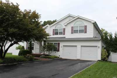 Holbrook Single Family Home For Sale: 1 Alyssa Ct