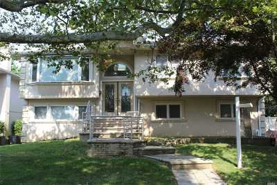 Woodmere Single Family Home For Sale: 1081 Fordham Ln
