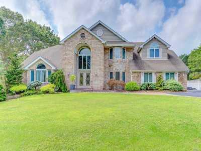 Smithtown Single Family Home For Sale: 10 Wild Run