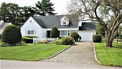 Bay Shore Single Family Home For Sale: 50 Seafield Ln