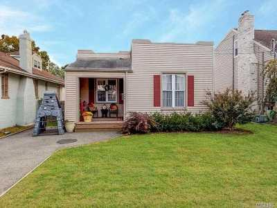 Baldwin Single Family Home For Sale: 488 Bedell St