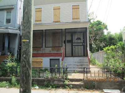 Brooklyn Multi Family Home For Sale: 393 Warwick St