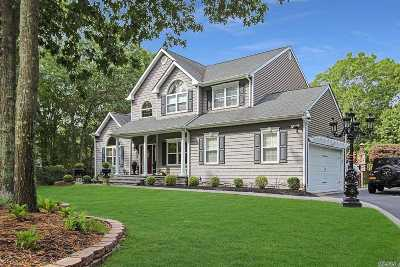 Manorville Single Family Home For Sale: 14 Mariposa Ln