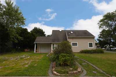 Hicksville Single Family Home For Sale: 41 Atlas Ln