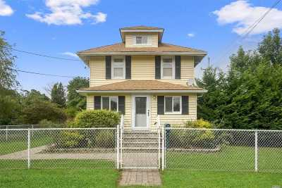 East Islip Single Family Home For Sale: 15 Court St