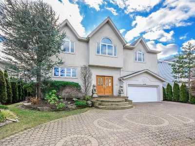 Merrick Single Family Home For Sale: 3162 Hewlett Ave