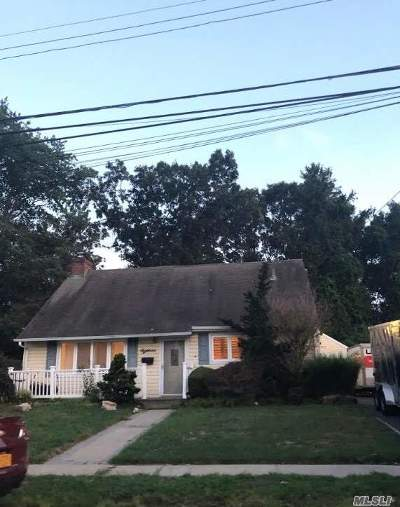 Copiague Single Family Home For Sale: 18 East Gate