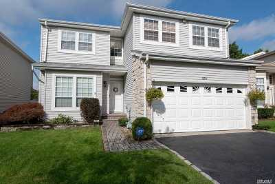 Holbrook Condo/Townhouse For Sale: 226 Fairfield Dr