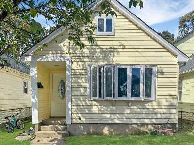 Bay Shore Single Family Home For Sale: 9 Lockwood Rd